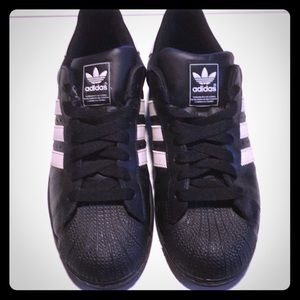 Black Adidas with shell top.
